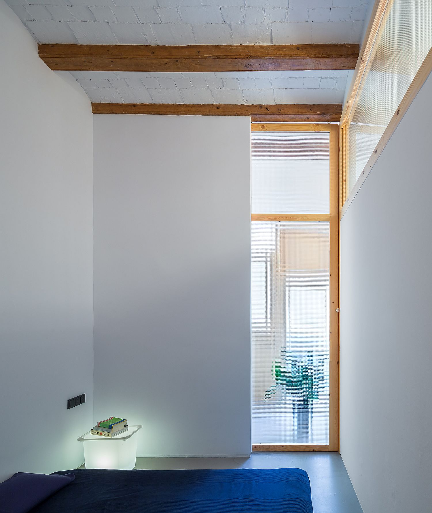 Ultra-tiny-bedroom-of-small-Barcelona-second-apartment