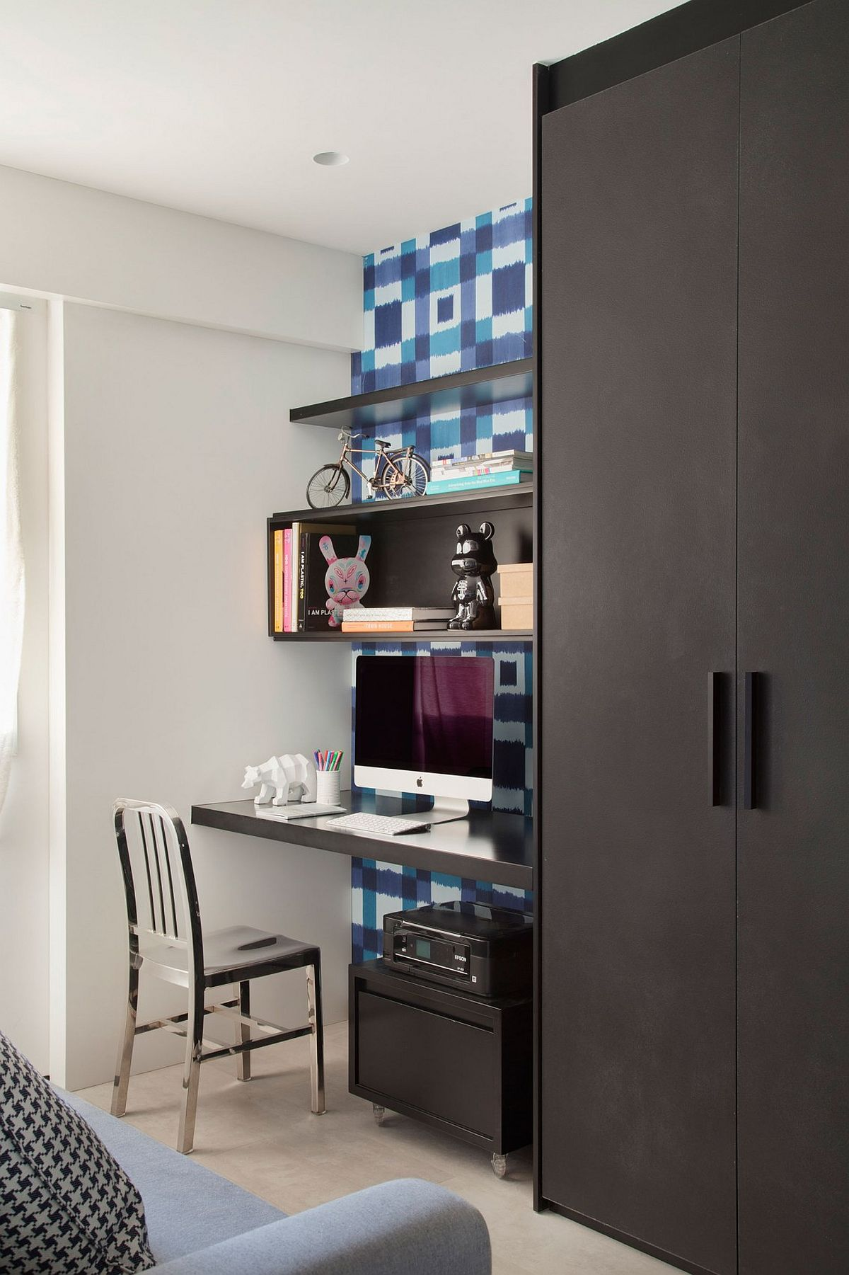Bedroom corner is used to provide additinal displa and shelving options