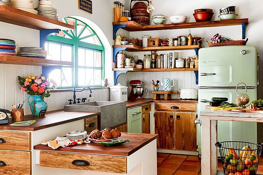 Clever-open-shelves-make-wonderful-use-of-corner-space-in-this-kitchen
