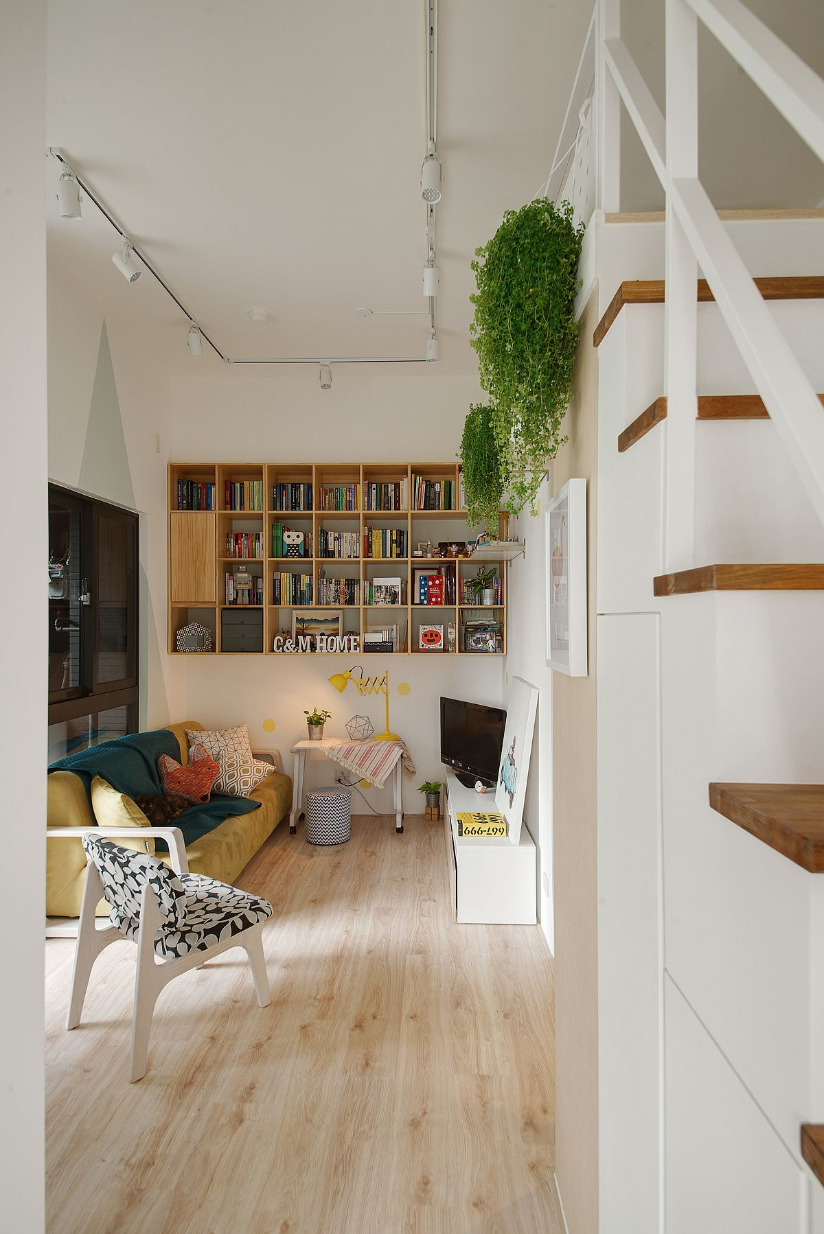 Custom-wooden-shelf-for-the-small-urban-apartment-is-a-great-space-saver