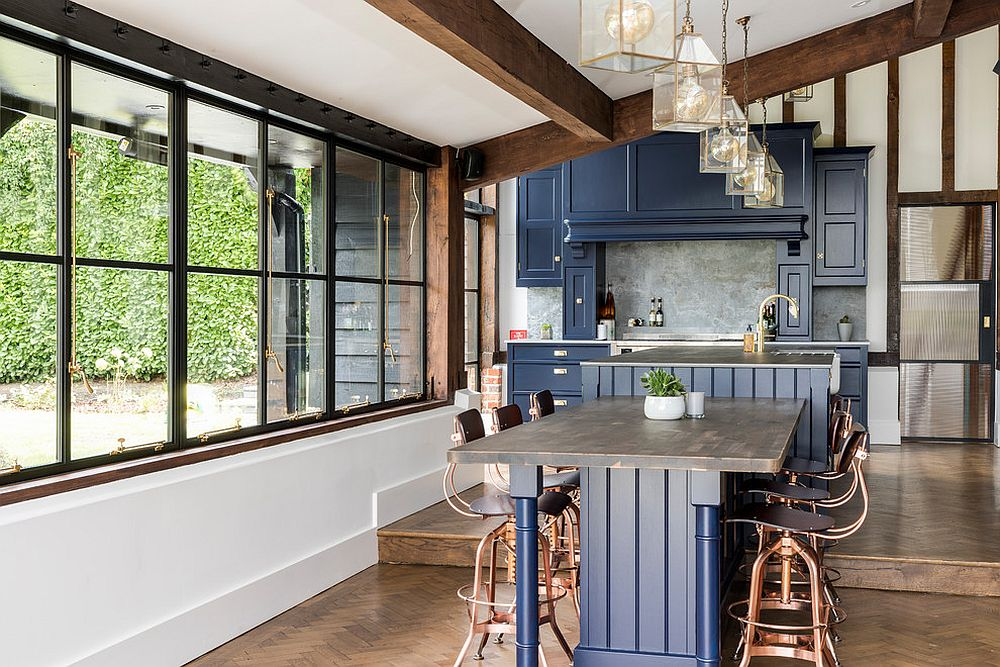 Dark-blue-cabinets-for-the-farmhouse-style-kitchen