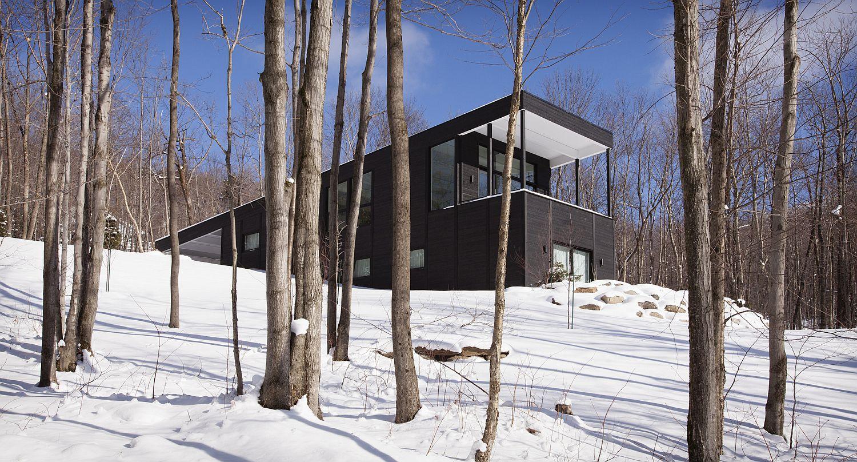Dark-exterior-of-the-mountain-home-in-sutton