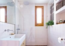Dashing-wood-and-white-bathroom-for-the-small-Barcelona-apartment-217x155