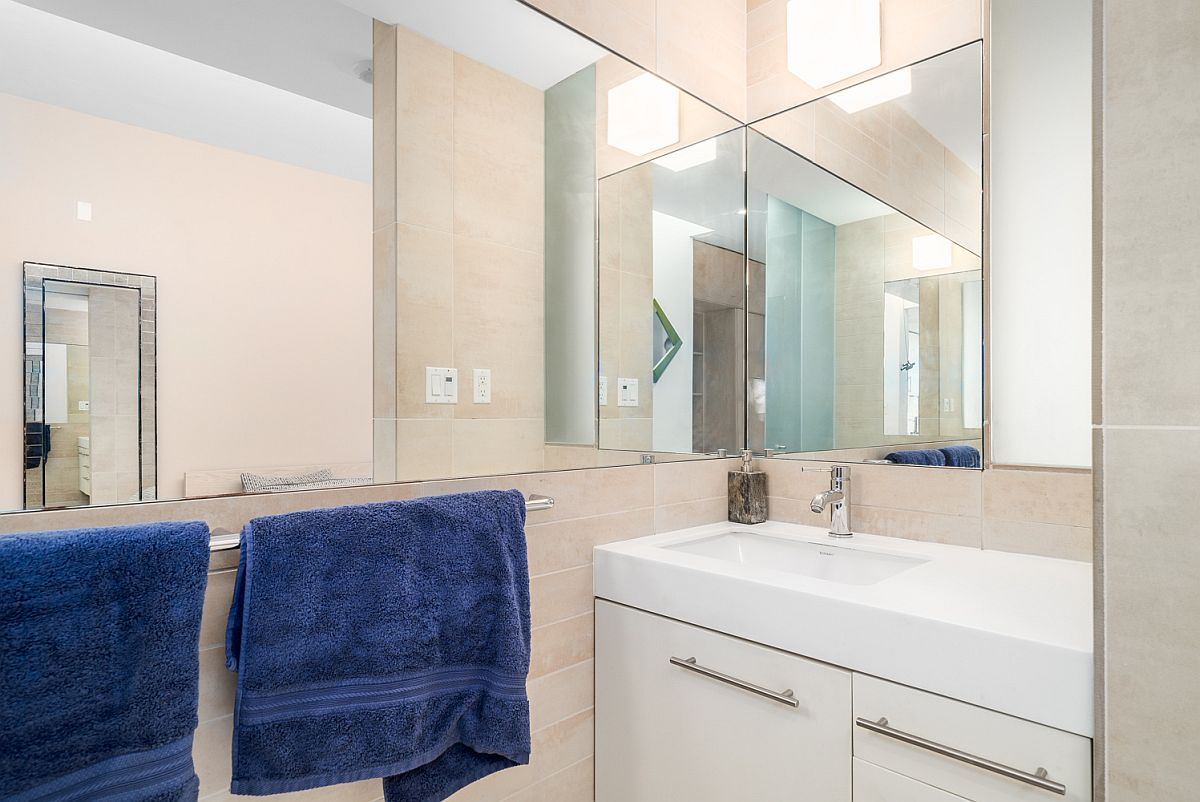 Efficient tiny bathroom in neutral colors