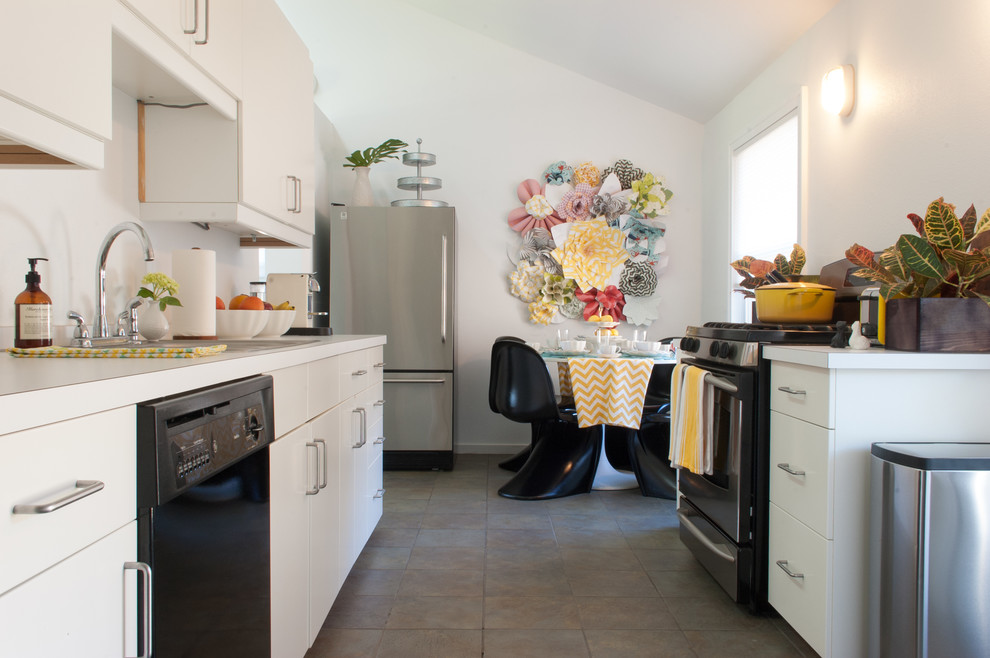 Get creative with the small kitchen wall art addition