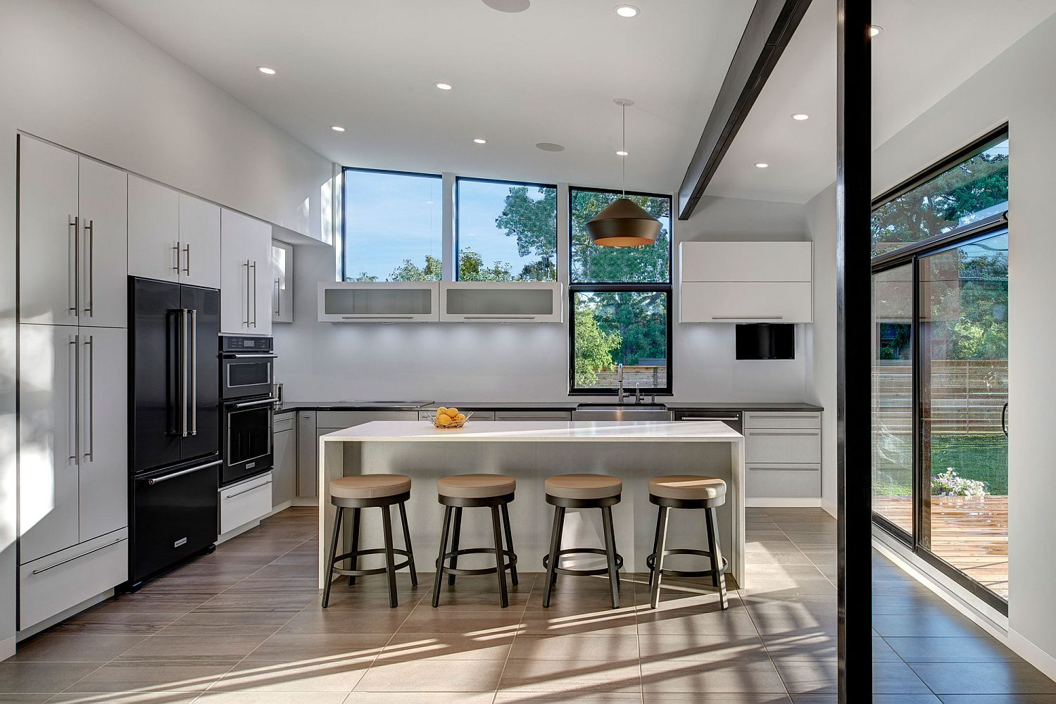 Glass-walls-and-windows-bring-ample-light-into-the-kitchen
