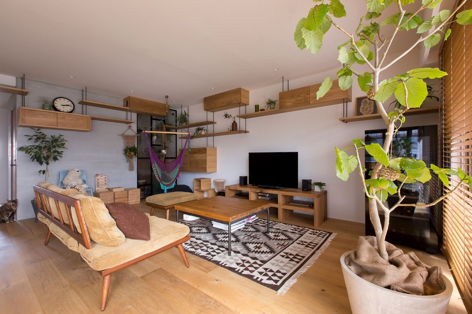 Go-vertical-when-you-want-to-save-space-in-the-small-apartment