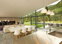 Line-between-this-open-plan-living-with-kitchen-and-the-garden-are-blurred-217x155