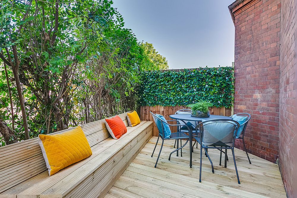 Long wooden bench coupled with a small outdoor sitting space for the tiny contemporary deck