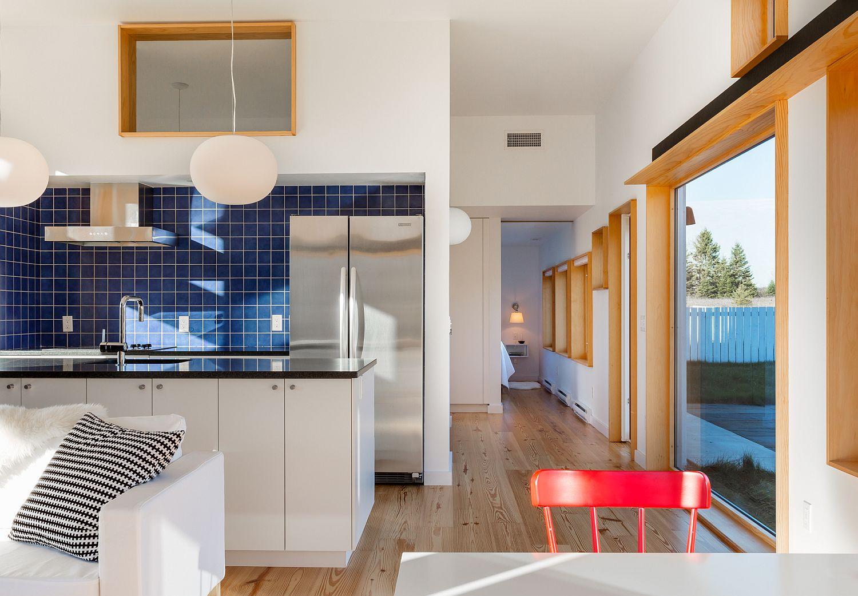 Lovely-blue-tiled-backsplash-for-the-white-kitchen