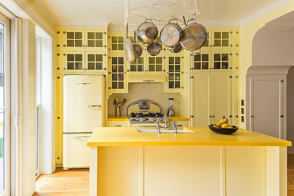 Mellow-yellow-traditional-kitchen-idea