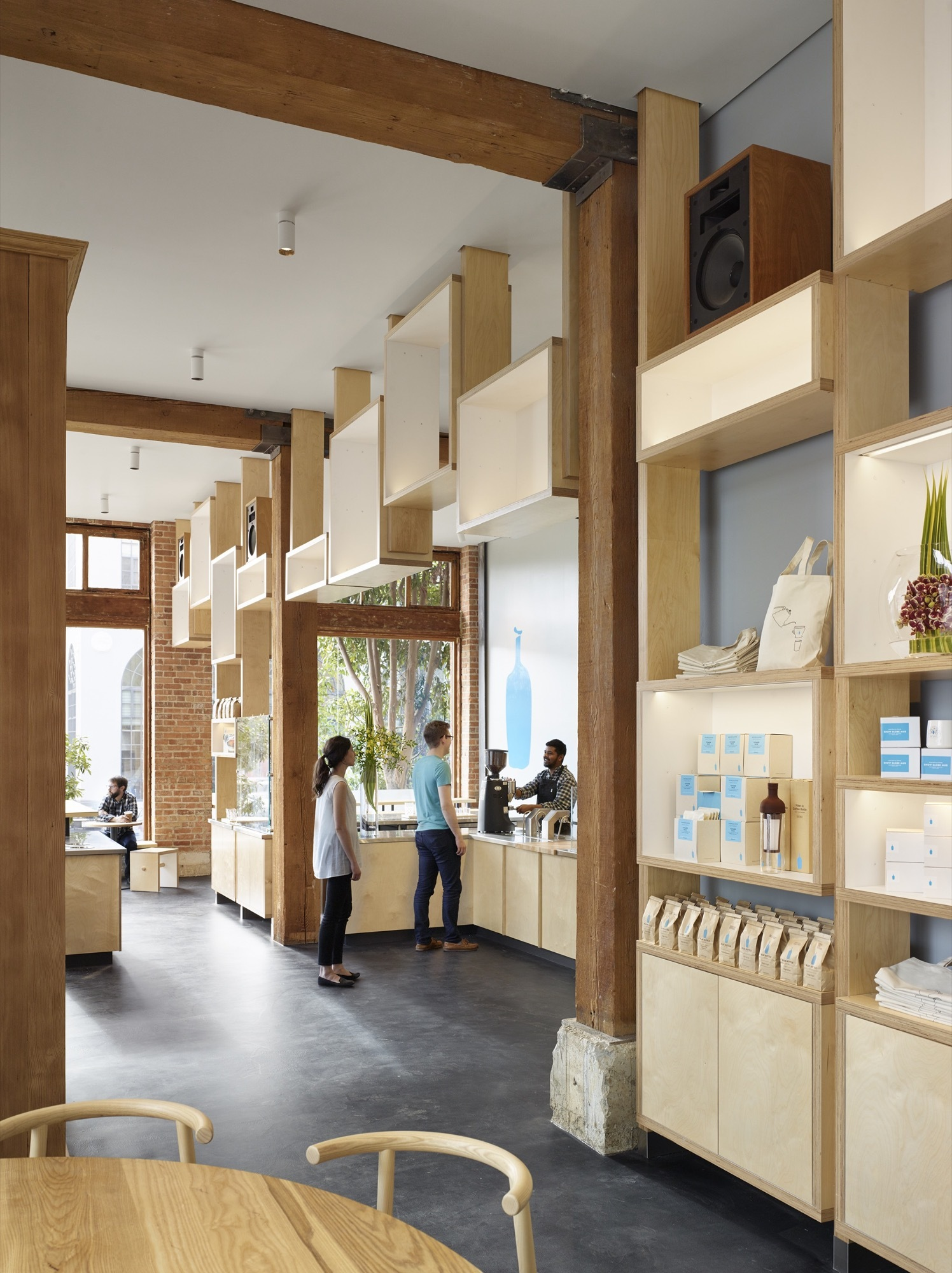 Minimal-and-exquisite-modern-cafe-in-South-Park