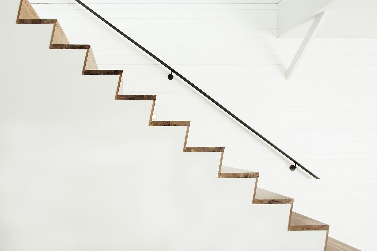 Minimal-and-sculptural-stairway-in-wood-for-the-contemporary-interior