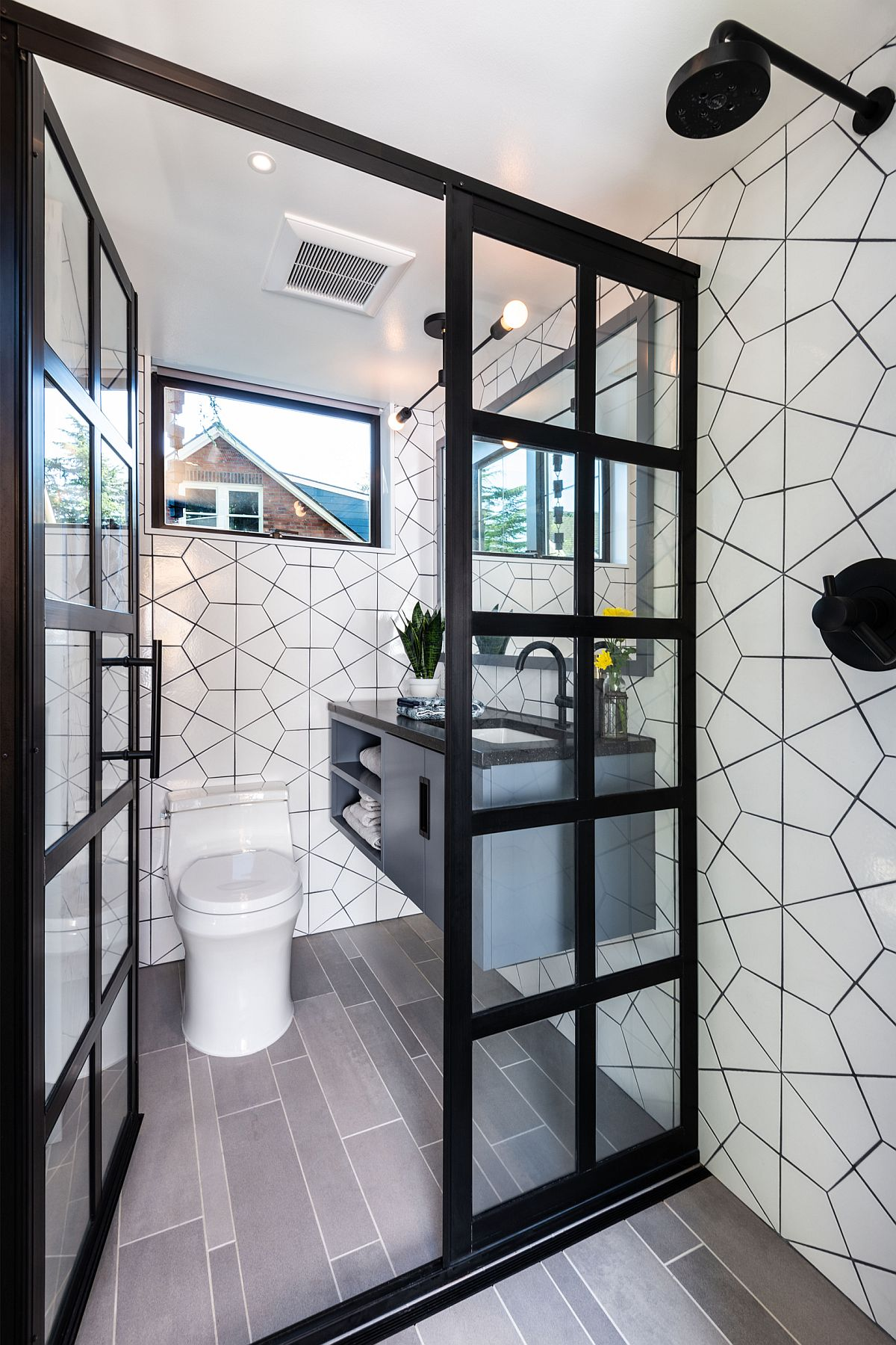 Modern bathroom in blacka nd white with geo pattern