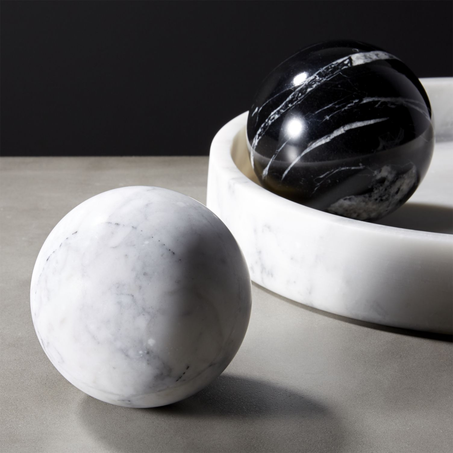 Modern spheres in white and black marble
