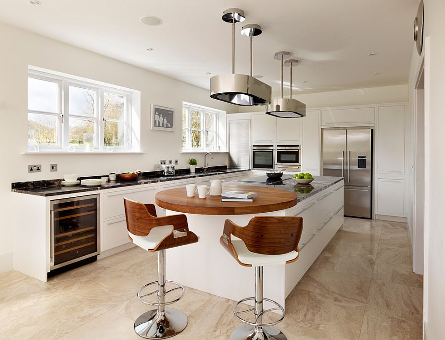 Organzied and elegant kitchen with a cool breakfast bar
