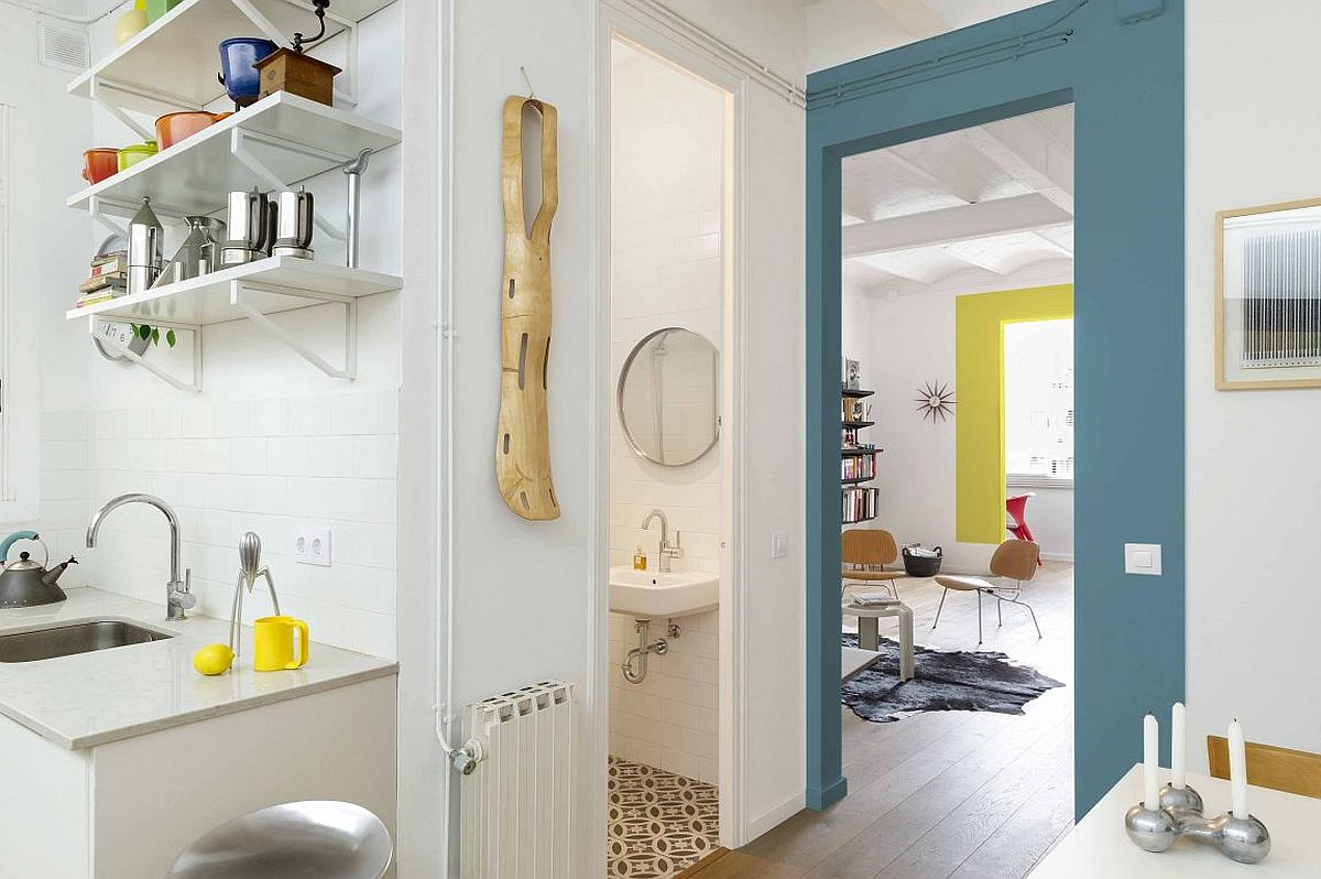 Placing the tiny bathroom between the kitchen and living area