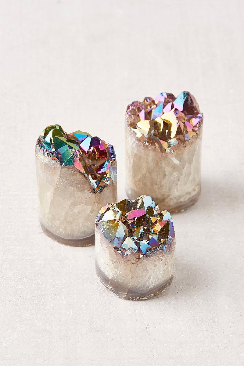 Quartz crystals with iridescent detail
