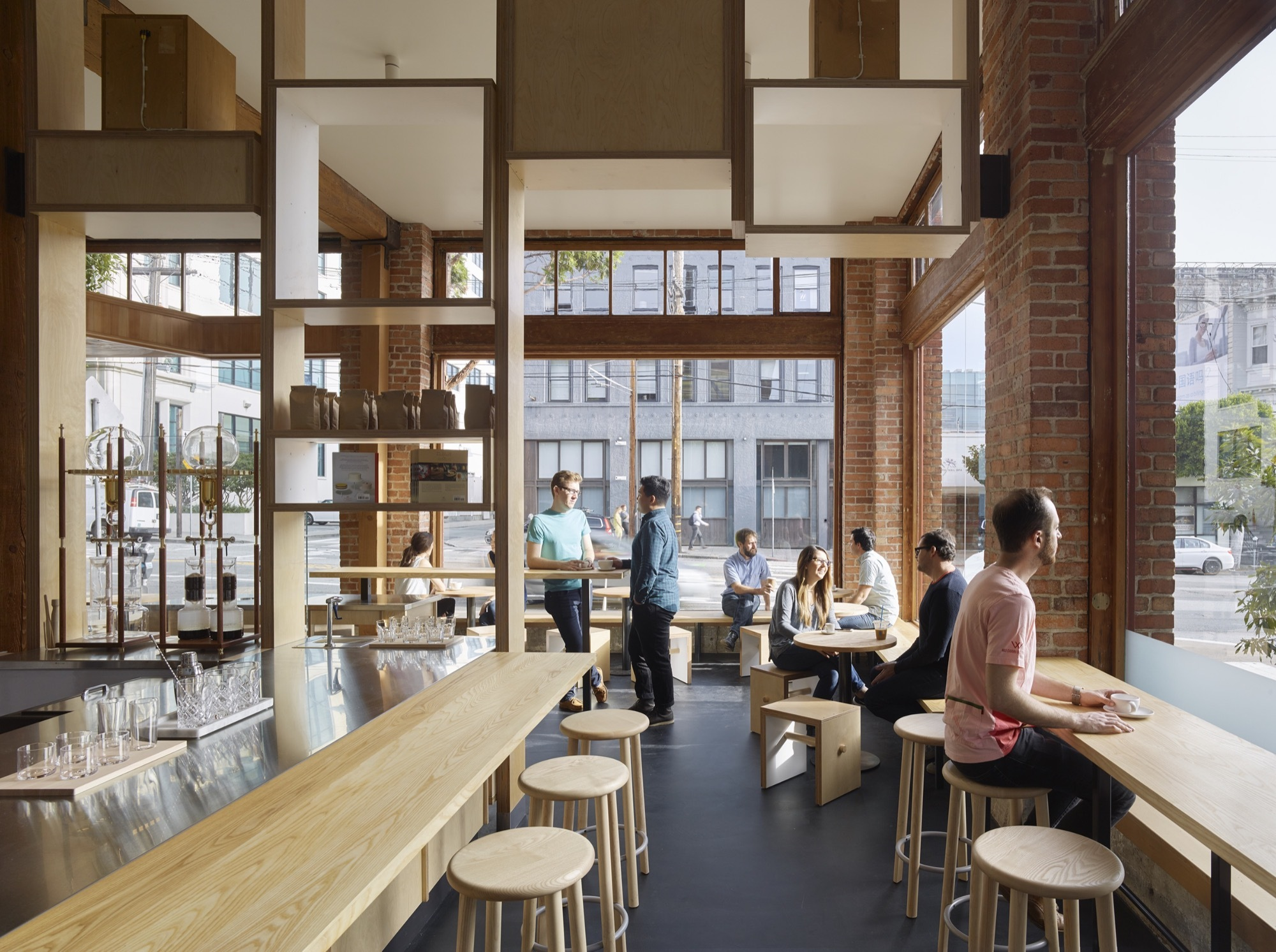 Series-of-flating-wooden-boxes-gives-teh-interior-a-whimsical-appeal