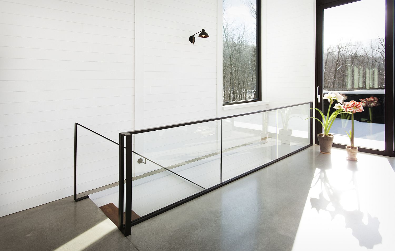 Sliding-glass-doors-bring-natural-light-into-the-mountain-home
