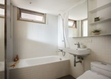 Tiny-all-white-bathroom-for-the-small-urban-apartment-217x155