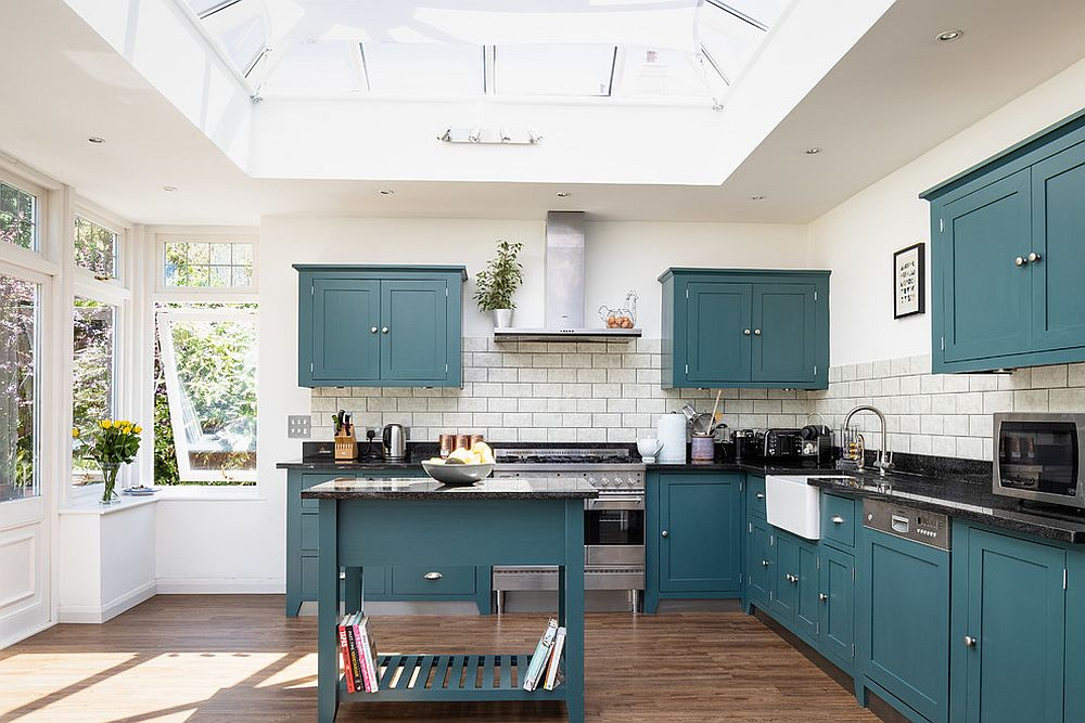 Transitional-kitchen-in-white-with-bold-blue-cabinets