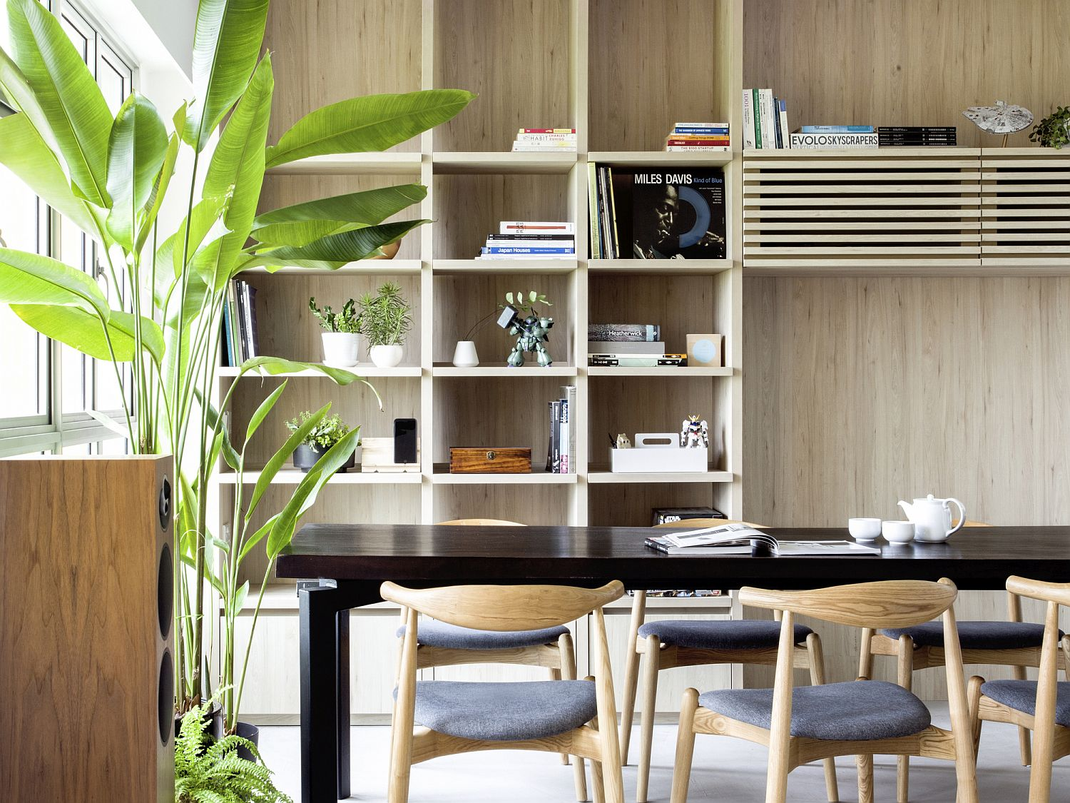 Turn-the-wooden-partitions-in-shelves-for-multi-tasking-ease