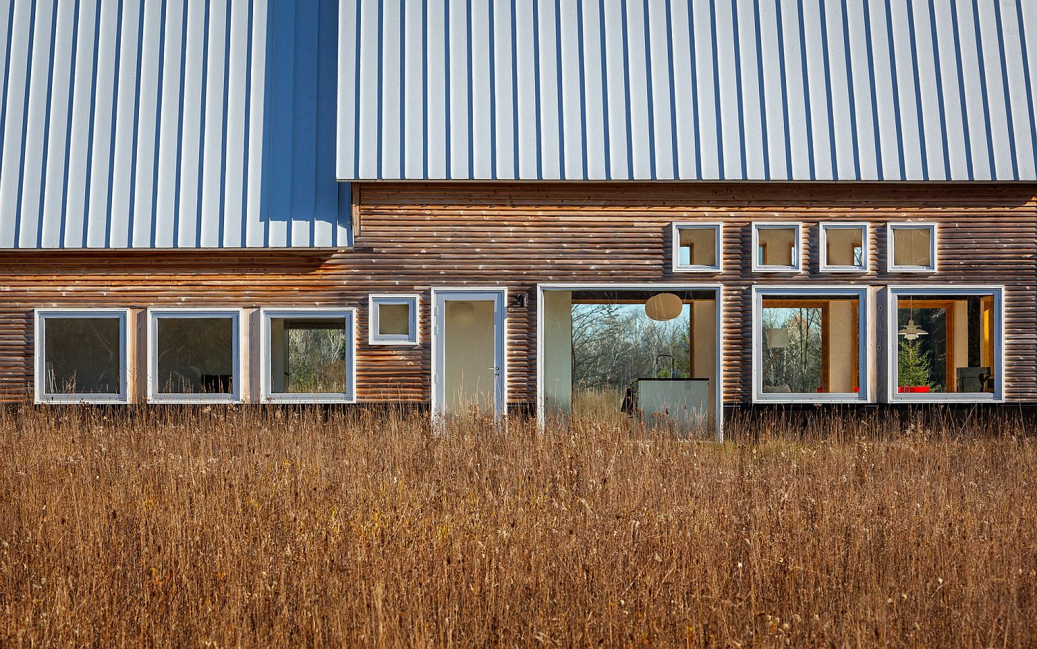 Wood-and-metal-exterior-of-the-home-inspred-by-classic-farmsteads