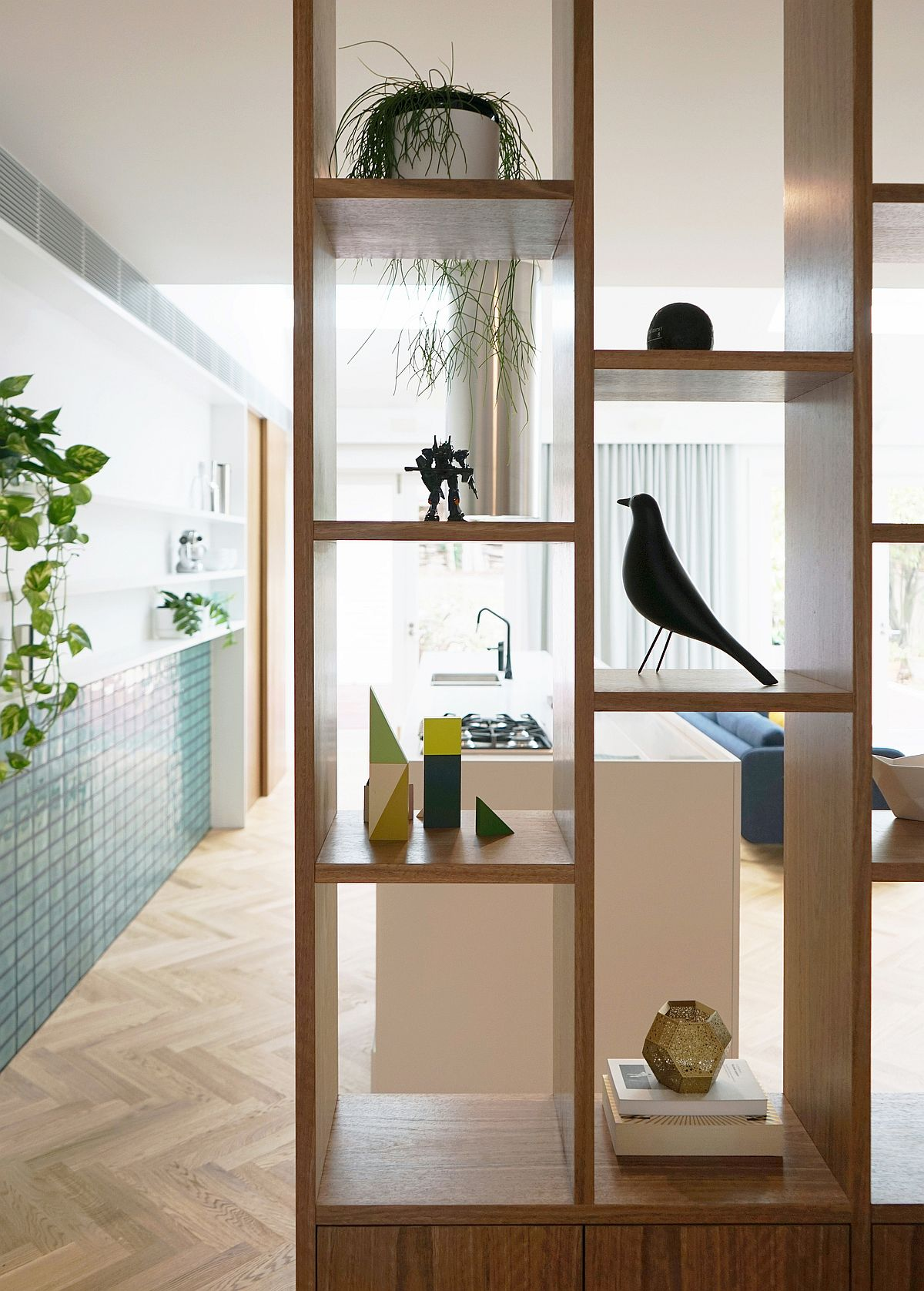 Wooden-bos-style-shelves-also-act-as-room-dividers