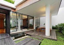 Wooden-decks-and-glass-walls-of-the-Long-House-217x155