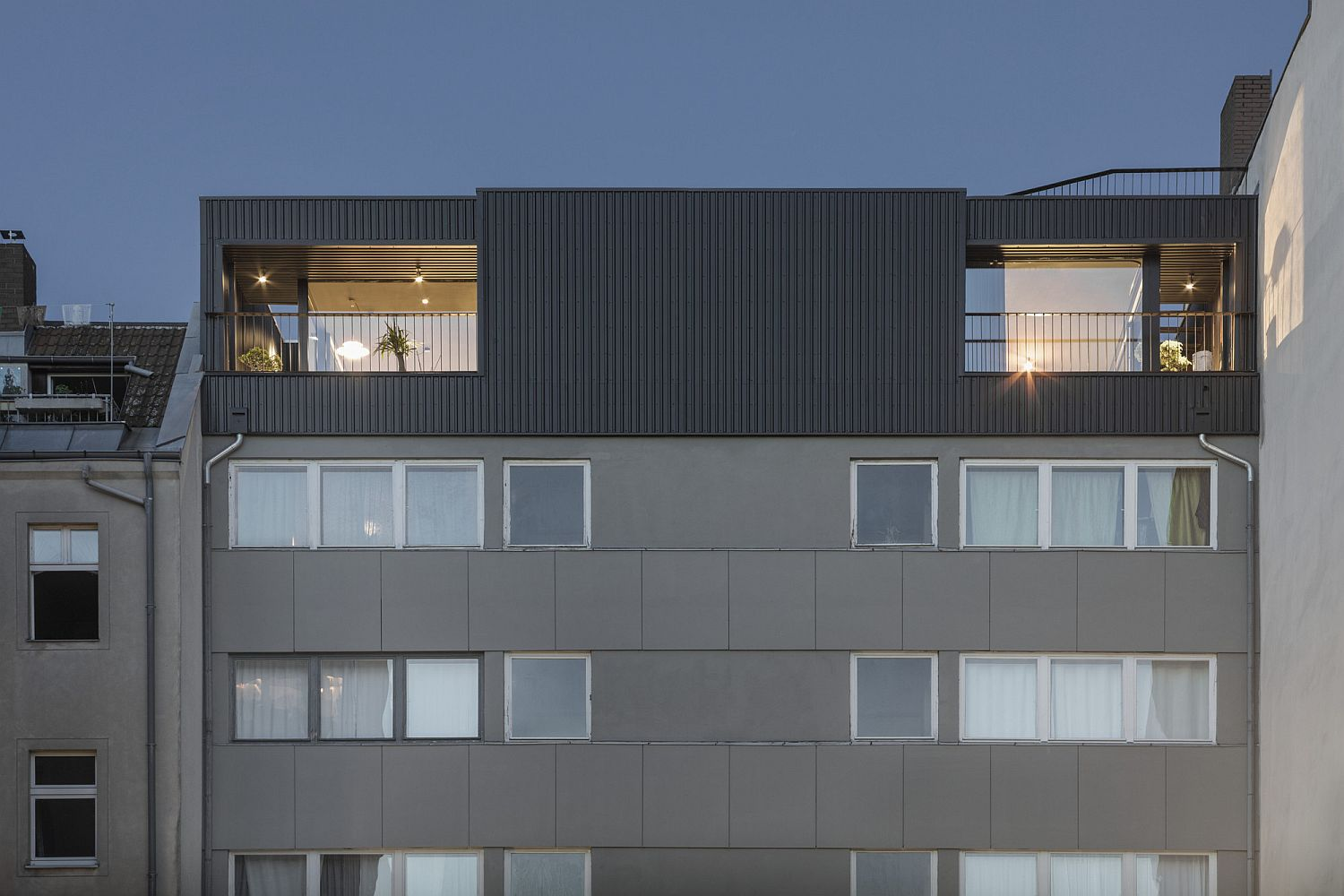 Wrap-around terrace and smart structure shape a stunning contemporary penthouse