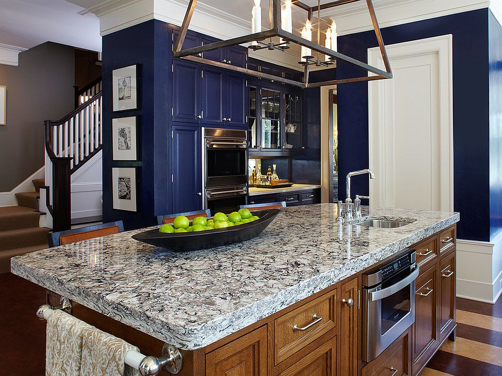 Bright-navy-blue-is-one-of-the-hottest-colors-of-the-season