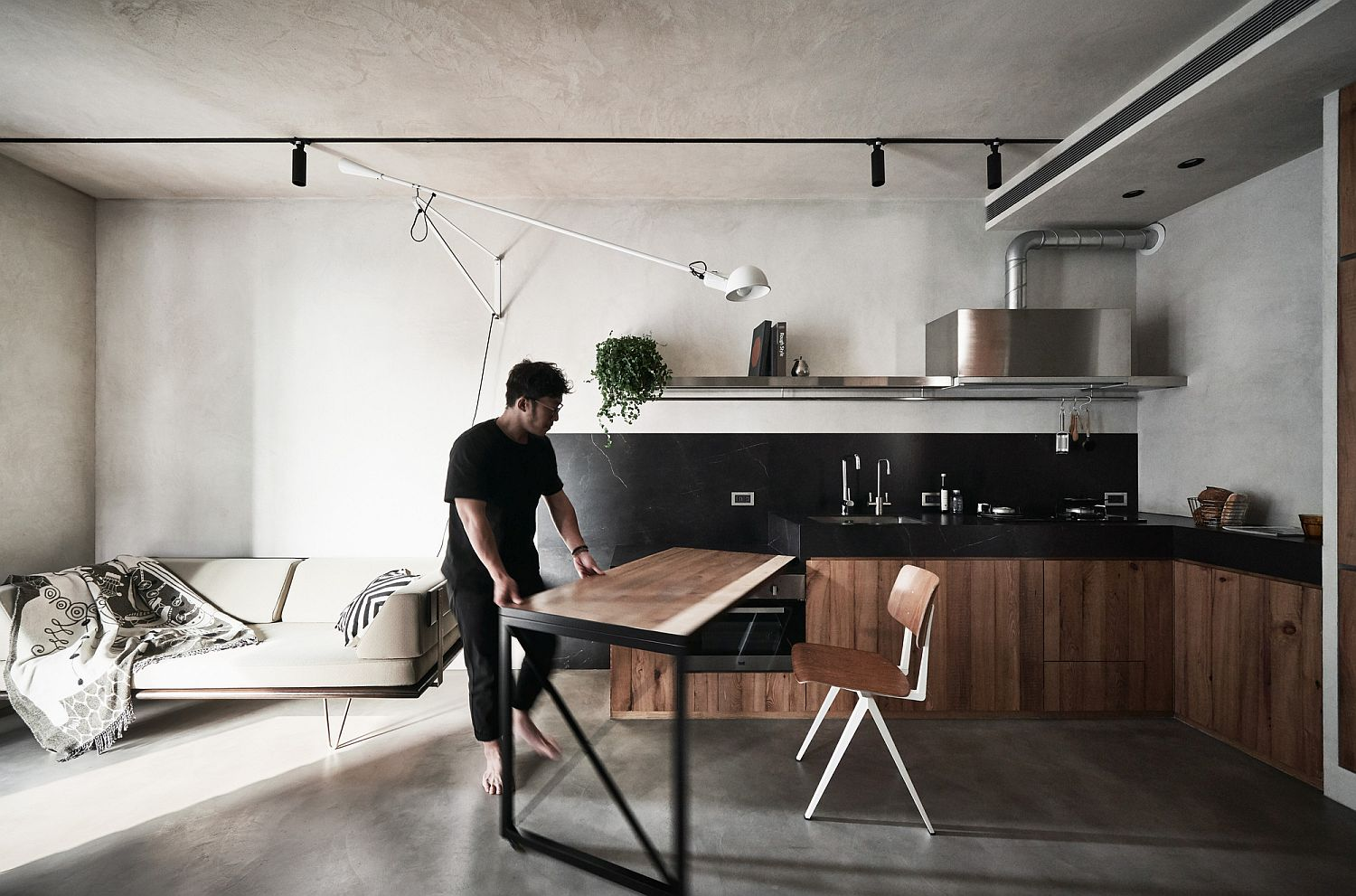 Combining the kitchen and dining area in a flexible fashion inside the small apartment