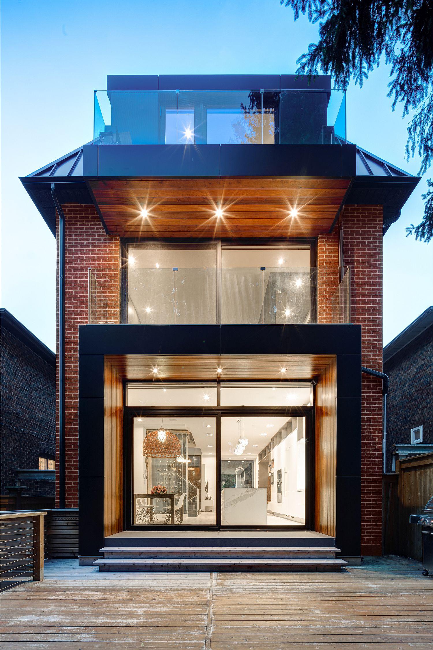 Dark-window-frames-and-brick-walls-combined-beautifully-at-the-NY-House