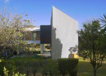 Garden-and-sweeping-interiors-keep-away-tropical-heat-217x155