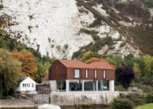 Gorgeous-Cor-ten-steel-and-concrete-riverside-home-217x155