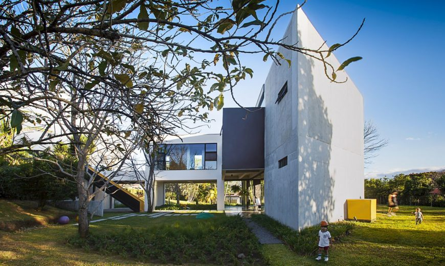 Modern Tropical Residence Acts as a Hub of Green in Urban Landscape