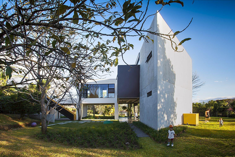 Smart and stylish contemporary passive home in Costa Rica