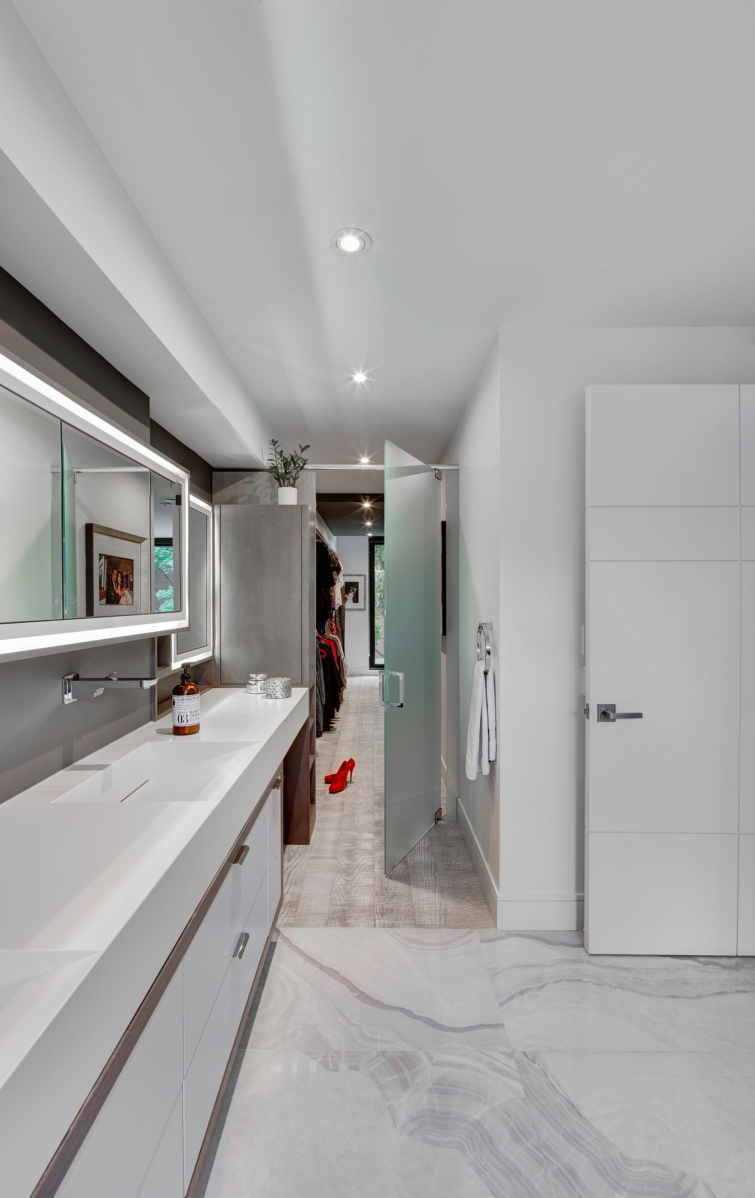 White-modern-bathroom-with-polished-stone-surfaces