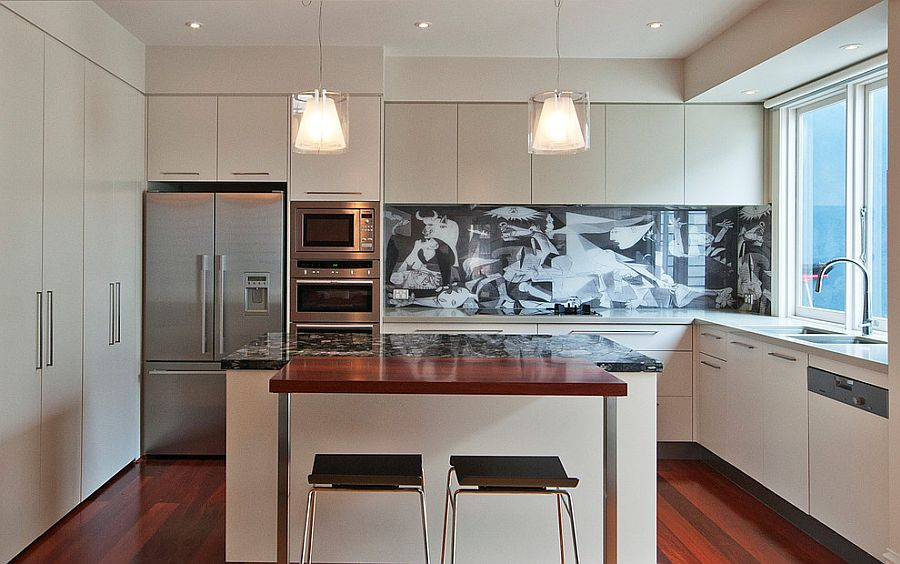 Backsplash-adds-pattern-to-the-kitchen-in-style