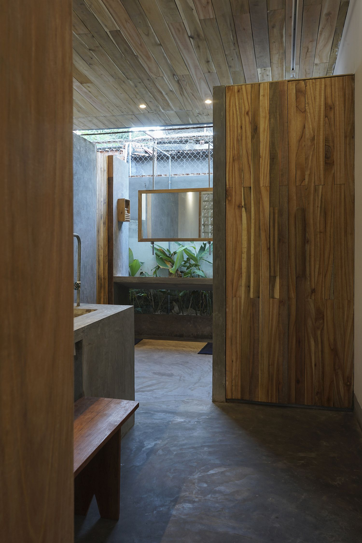 Bathroom in wood and concrete inside the Hill Lodge