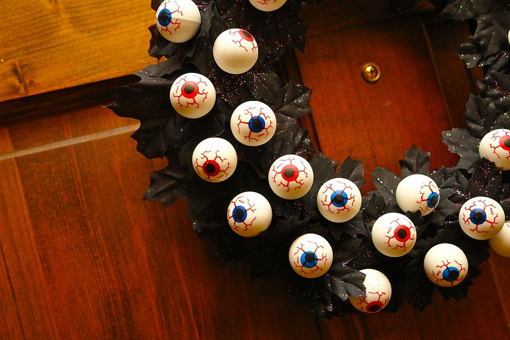 Bouncy eye ball Halloween wreath keeps an eye on the neighborhood for you!