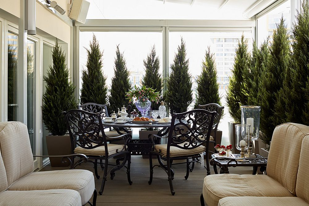 Bringing-greenery-to-the-urban-traditional-deck-with-flair