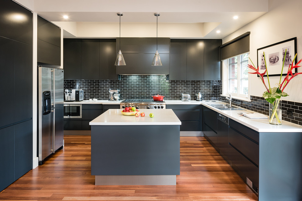 Combining-gray-with-black-in-the-kitchen-in-an-elegant-modern-fashion