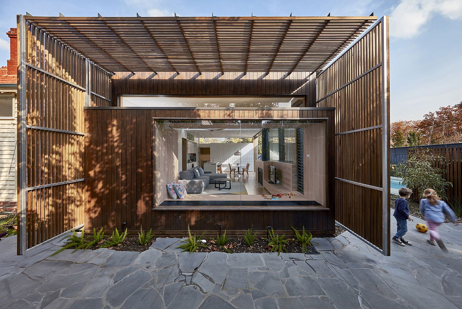 Contemporary addition and makeover of Screen House in Australia
