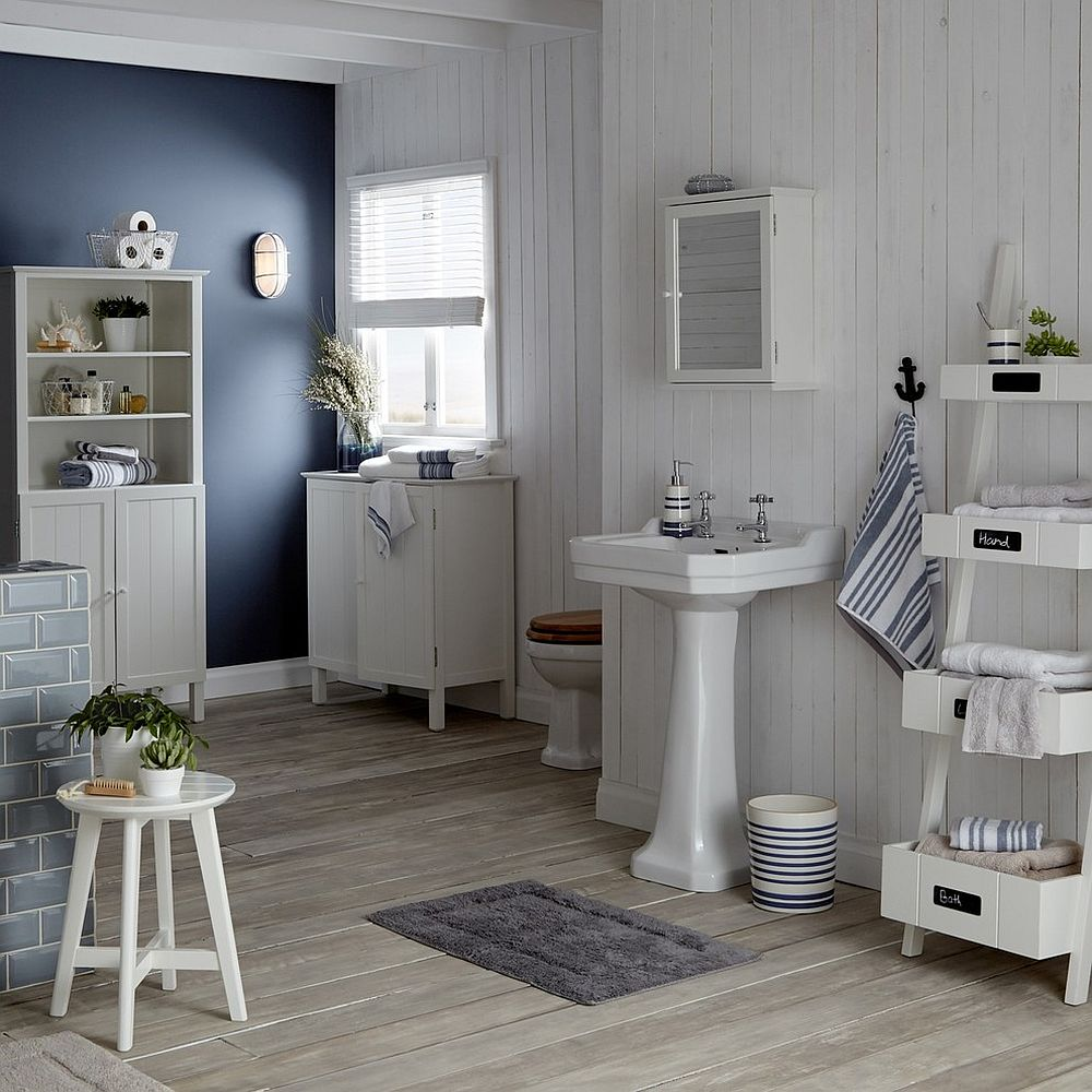 Exquisite-beach-style-bathroom-with-an-accent-dark-blue-wall