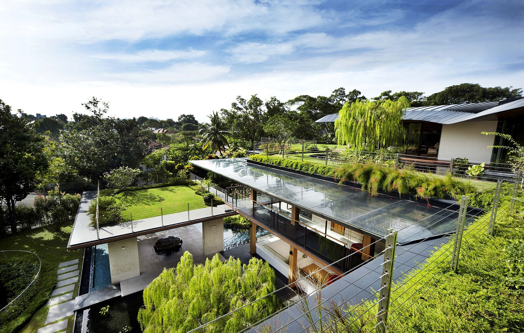 Gorgeous Ficus House in Singapore with green goodness