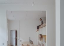 Interior-of-the-apartment-marries-vintage-with-minimail-using-a-white-backdrop-217x155