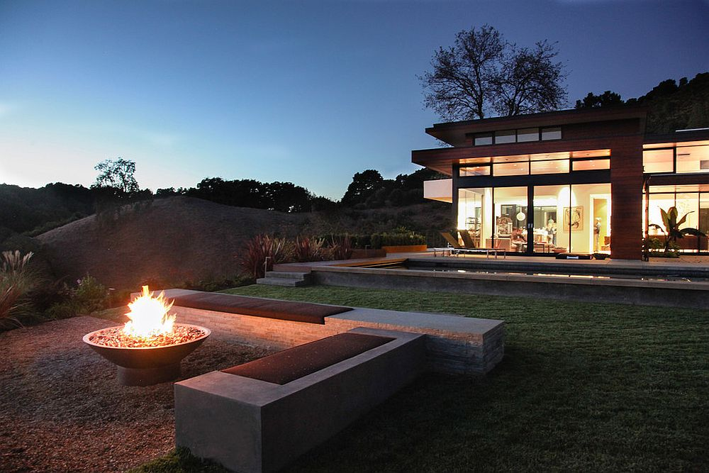 Keeping the seating around the fire pit simple and minimal