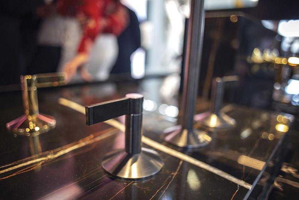 LIGNAGE faucet lever texture